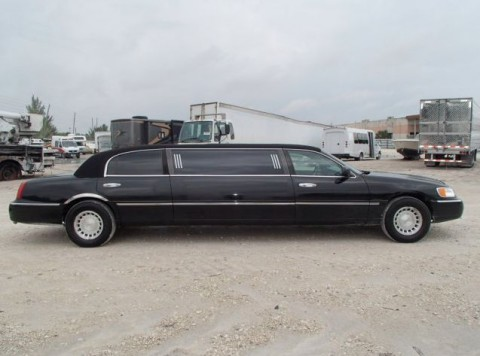 2001 Lincoln Town Car Executive Limousine for sale