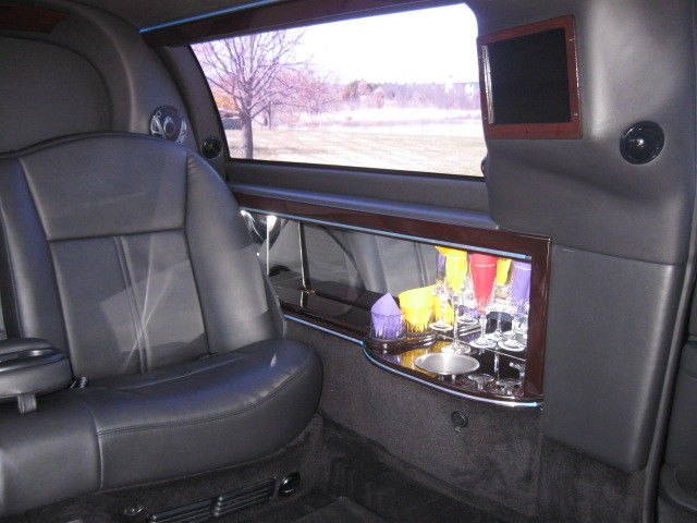 2011 Lincoln Town Car Dual Long Door 76″ Stretch Limo