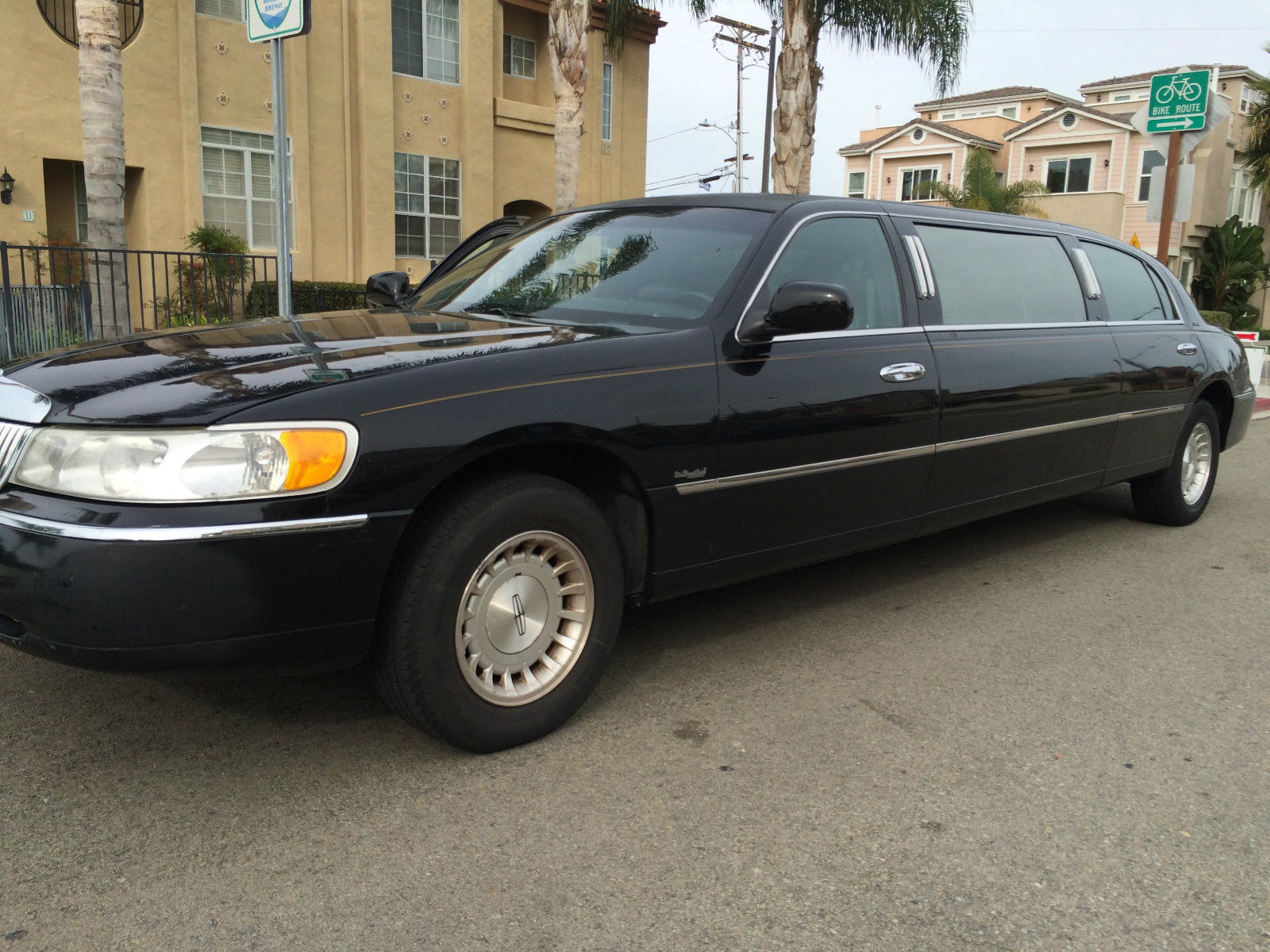 1999 lincoln town car 72 stretch limousine by dabryan coach for sale. Black Bedroom Furniture Sets. Home Design Ideas