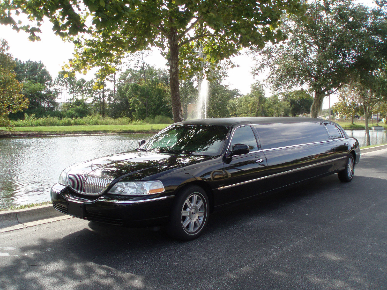 2007 10 Passenger Lincoln Town Car Limousine For Sale