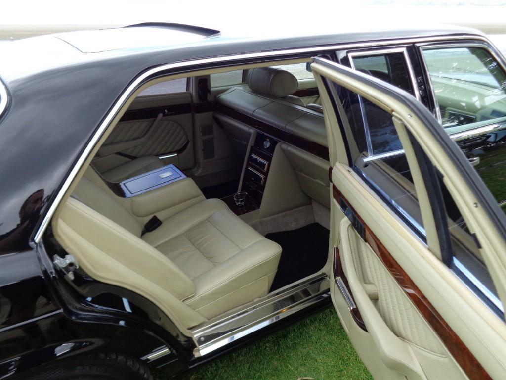 Mercedes benz s class carat by duchatelet limousine w126 for Interieur limousine