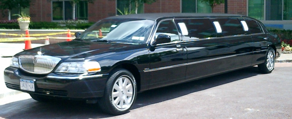 2004 Black Lincoln 120 Stretch Limousine 8 Pass Royal