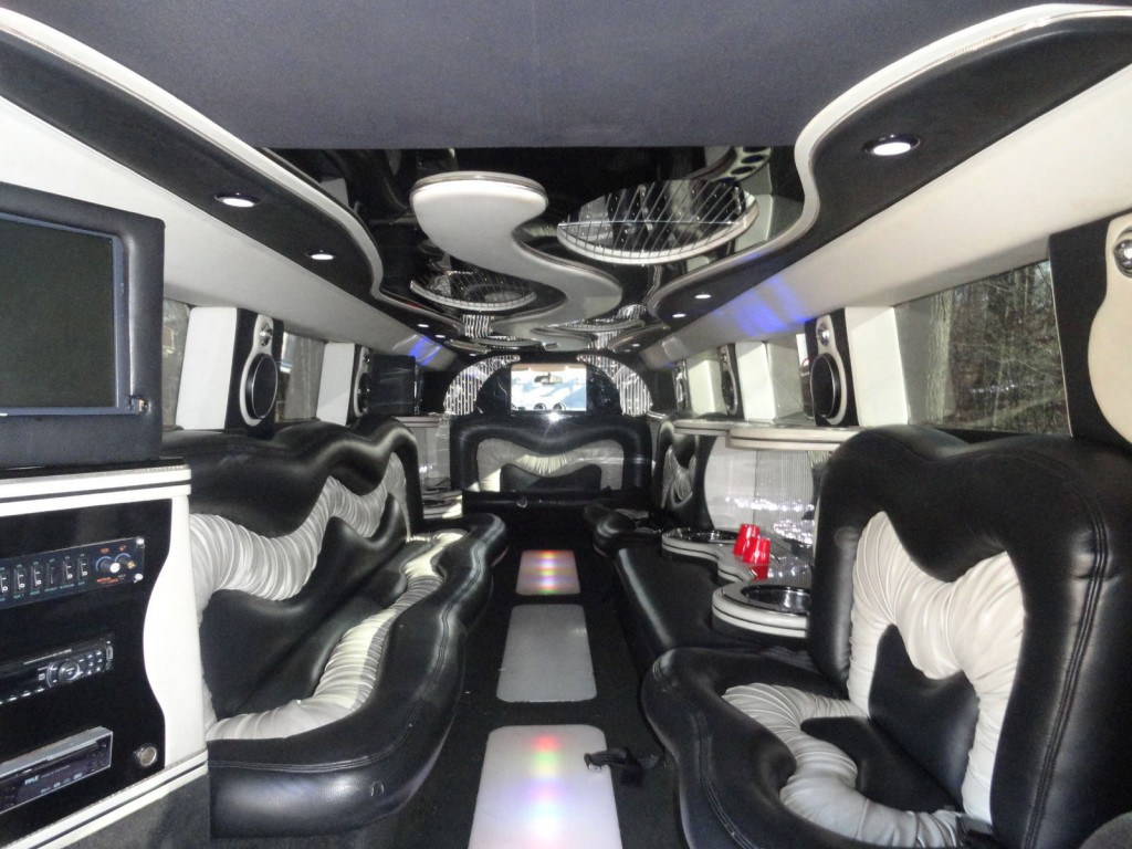 2005 Hummer H2 Limousine Party bus