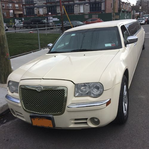 2007 Chrysler 300C Stretch Limousine 140 Inch 12