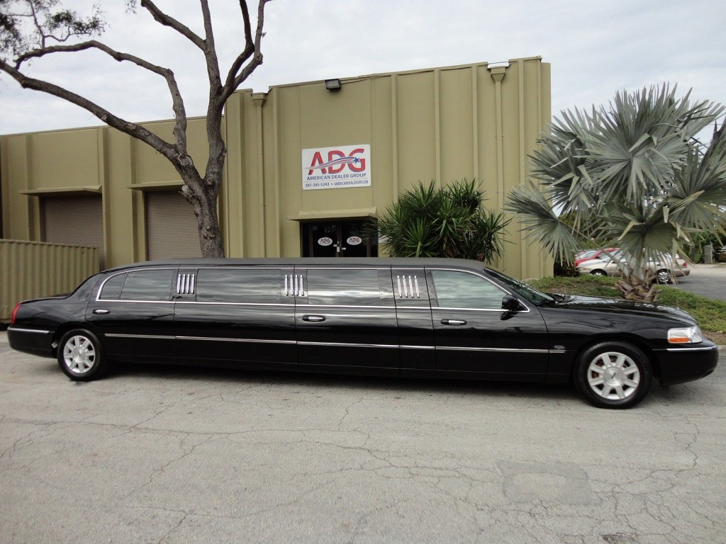 2011 lincoln town car royale coach 120 5th door limousine for sale. Black Bedroom Furniture Sets. Home Design Ideas