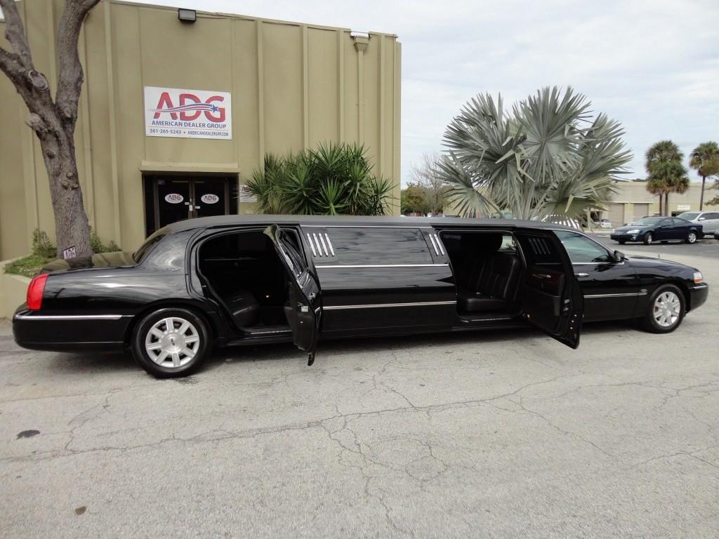 2011 Lincoln Town Car Royale Coach 120″ 5TH DOOR LIMOUSINE
