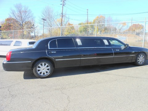 2003 Black Lincoln Town Car 6 pax Limousine Executive Limo for sale