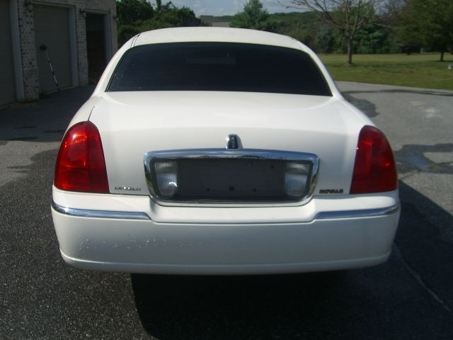 2003 Lincoln Town Car 10 pass Limo