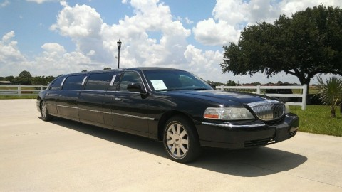 2005 Lincoln Town Car Executive Limousine for sale
