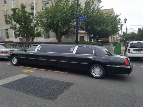 2001 Lincoln Town Car limousine for sale