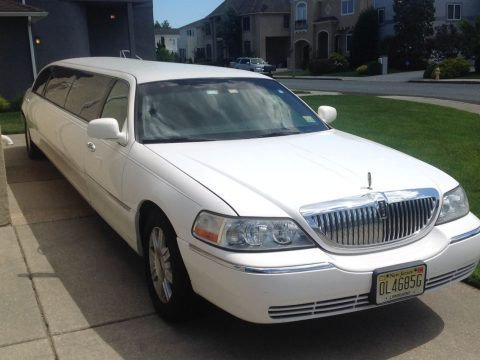 Great condition 2011 Lincoln Town Car Limousine for sale