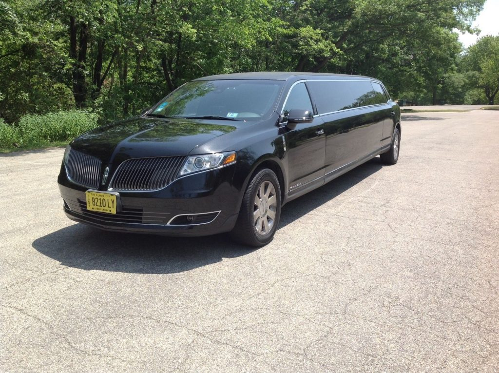 low miles 2013 lincoln mkt limousine for sale. Black Bedroom Furniture Sets. Home Design Ideas