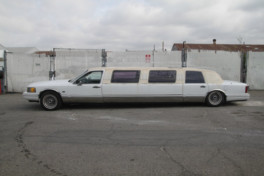 Surface rust 1991 Lincoln Town Car Executive limousine