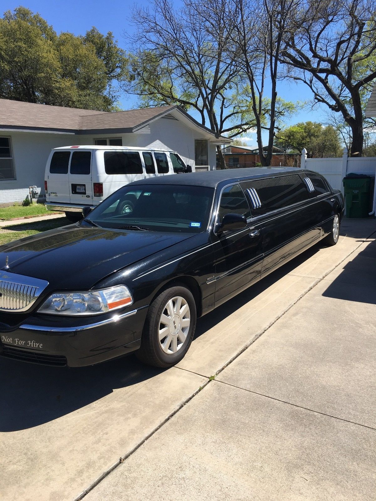 good condition 2004 lincoln town car executive limousine for sale. Black Bedroom Furniture Sets. Home Design Ideas