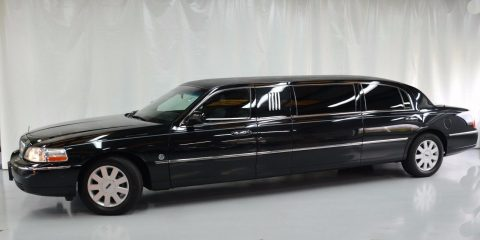 runs smoothly 2005 Lincoln Town Car Federal Coach for sale