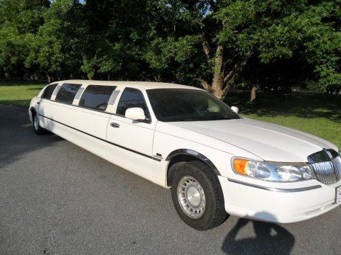family limo 1999 Lincoln Town Car Executive Limousine for sale