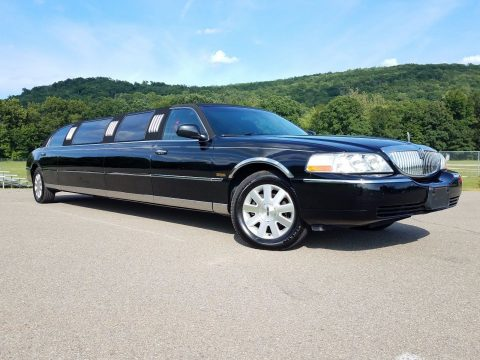 has few dents 2003 Lincoln Town Car 5th Door Limousine for sale