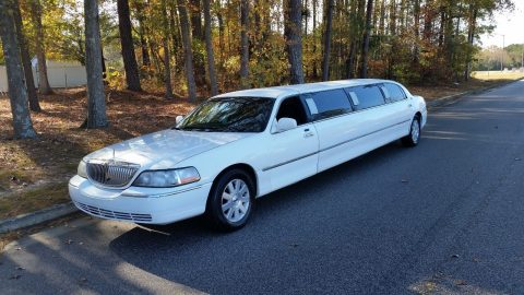 LED lights 2003 Lincoln Town Car limousine for sale