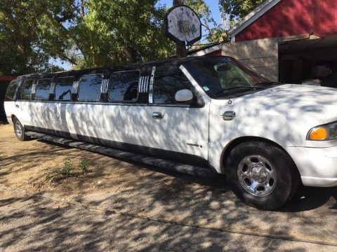 little damage 1999 Lincoln Navigator limousine for sale