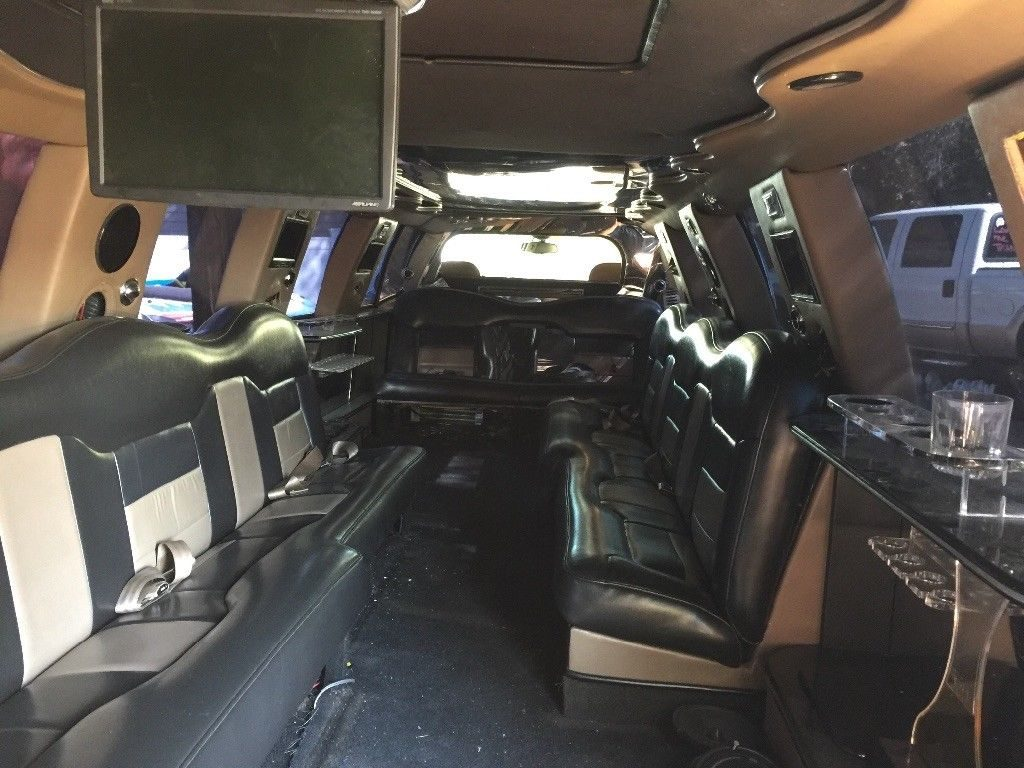 little damage 1999 Lincoln Navigator limousine