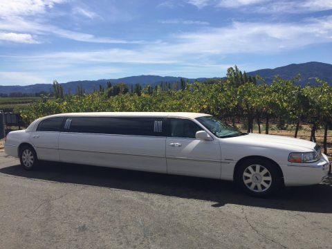 everything works 2004 Lincoln Town Car limousine for sale