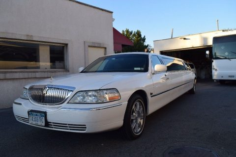 runs great 2007 Lincoln Town Car limousine for sale