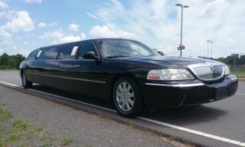 very nice 2005 Lincoln Town Car limousine for sale