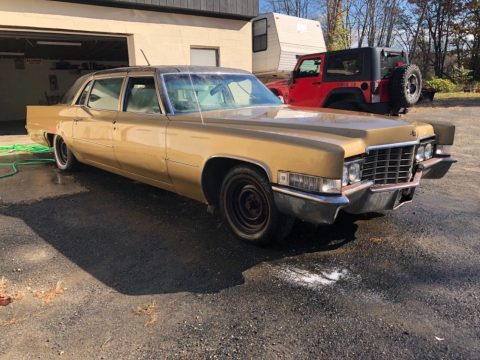 needs to be towed 1969 Cadillac Fleetwood 75 Limousine for sale