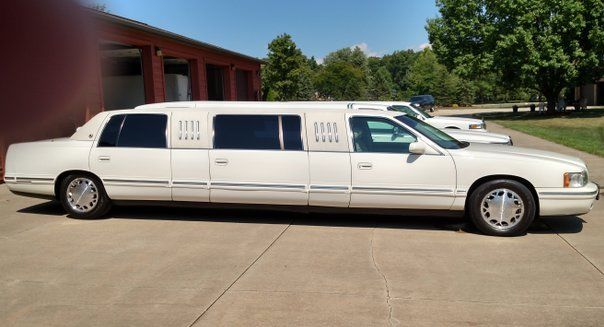very clean 1998 cadillac deville limousine for sale. Black Bedroom Furniture Sets. Home Design Ideas