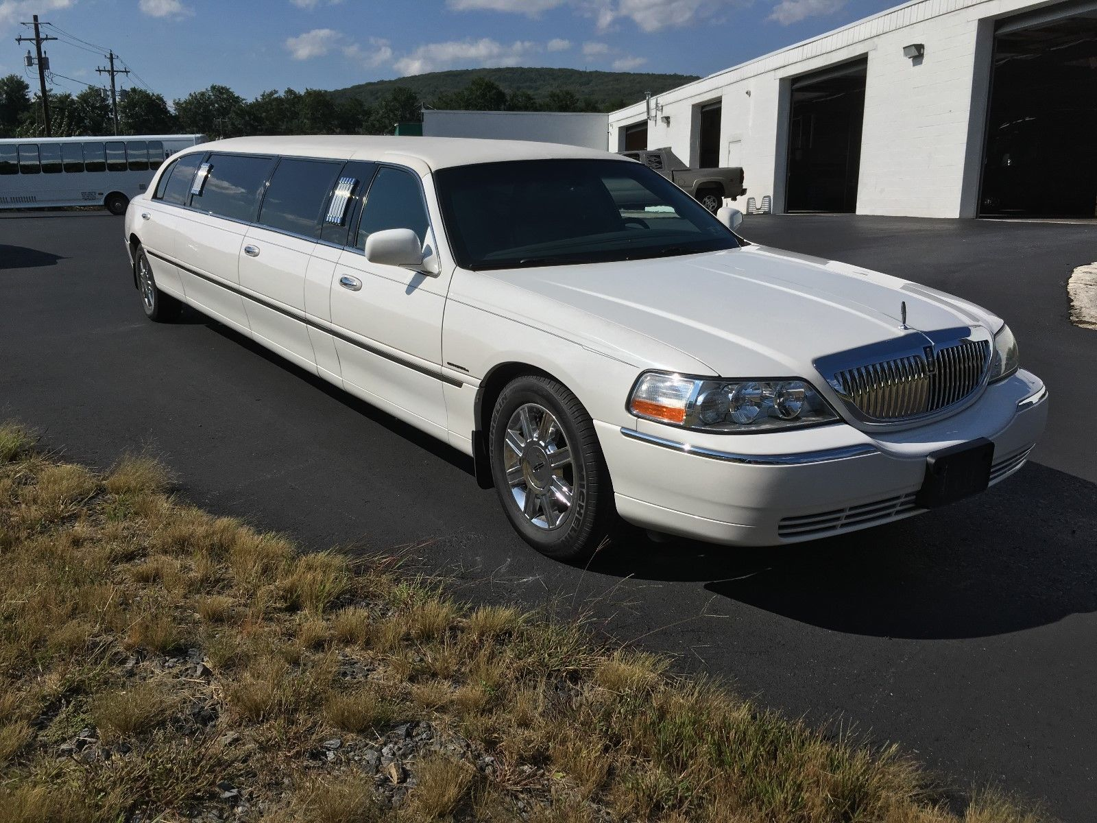 Well Maintained 2011 Lincoln Town Car Limousine For Sale