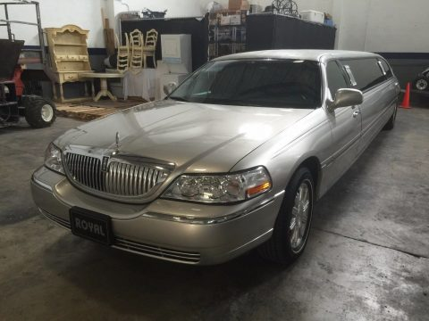 very good condition 2009 Lincoln Town Car limousine for sale
