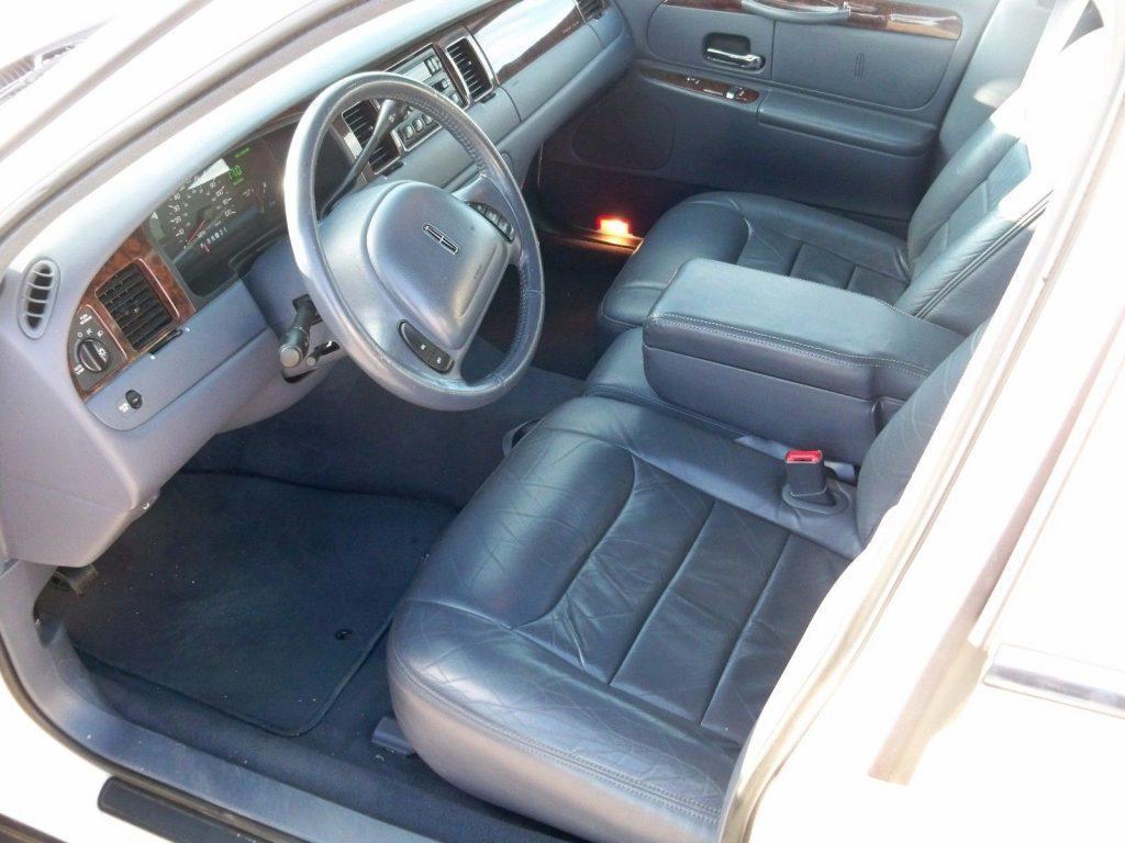 very clean 1999 Lincoln Town Car Limousine