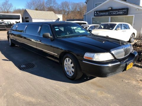 good condition 2006 Lincoln Town Car Limousine for sale