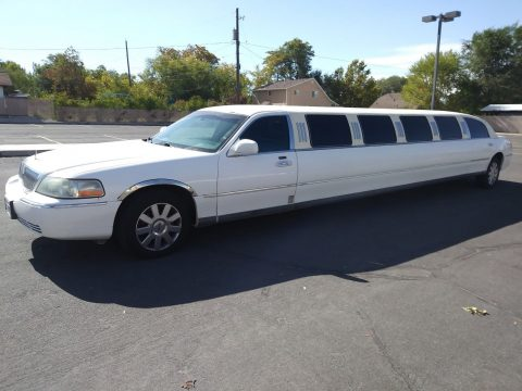 mechanically great 2004 Lincoln Town Car limousine for sale
