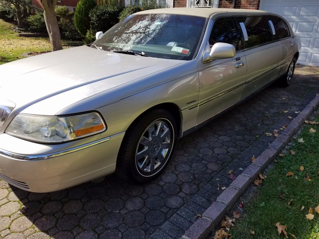 family limo 2003 Lincoln Town Car Krystal Coach Limousine