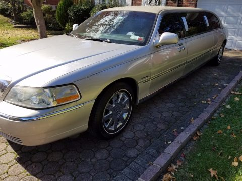 family limo 2003 Lincoln Town Car Krystal Coach Limousine for sale