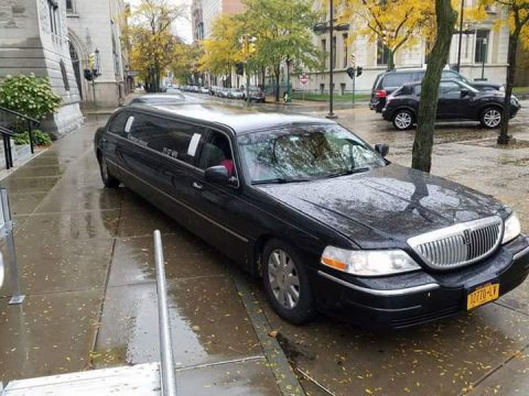 garage kept 2004 Lincoln Town Car Limousine for sale