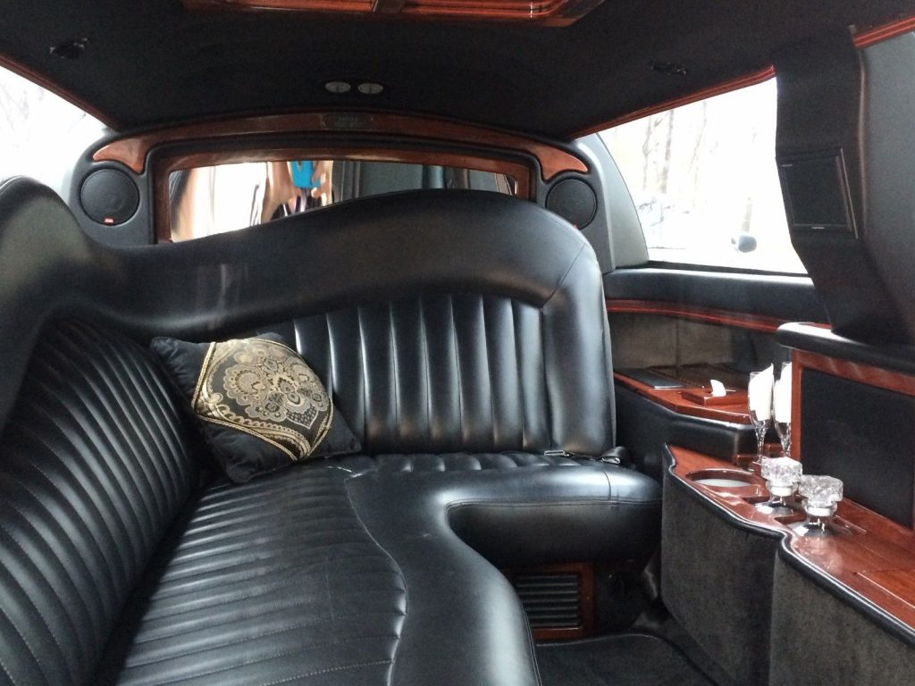 great running 2005 Lincoln Town Car limousine