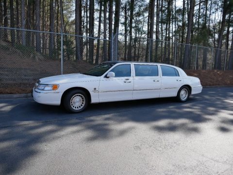 needs work 2000 Lincoln Town Car limousine for sale