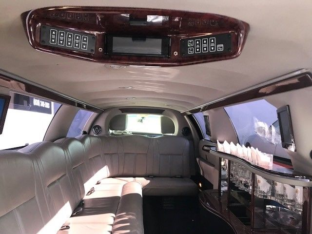 clean 2011 Lincoln 5 Door Stretch Limousine