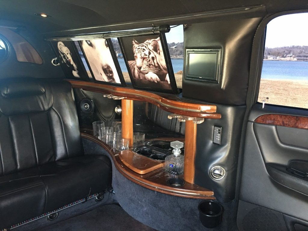 loaded 2006 Cadillac DTS Limousine