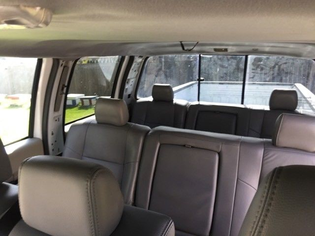 Crew cab 2008 Ford F 350 XL limousine