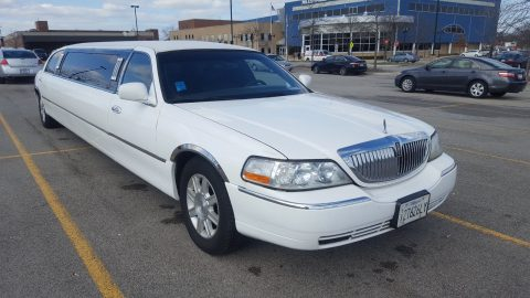 needs nothing 2008 Lincoln Town Car limousine for sale