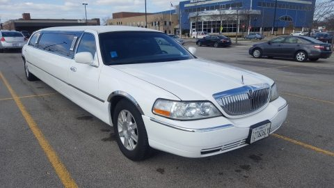 beautiful 2008 Lincoln Town Car limousine for sale