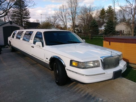 loaded 1996 Lincoln Town Car Limousine for sale