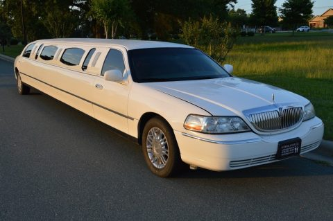 mega stretch 2003 Lincoln Town Car limousine for sale