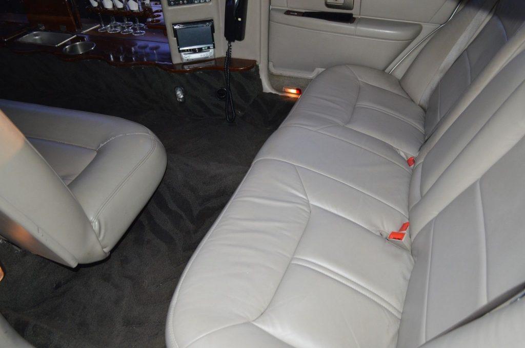 mega stretch 2003 Lincoln Town Car limousine