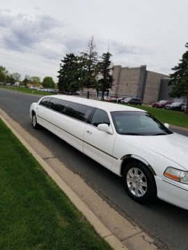 Mint Condition 2006 Lincoln Town Car limousine for sale