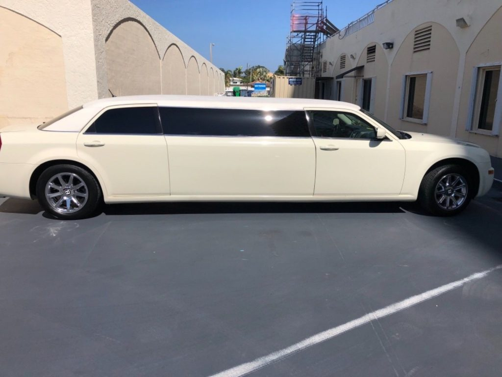 Bentley package 2008 Chrysler 300 Series limousine