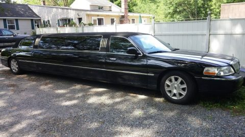 extra stretch 2006 Lincoln Town Car limousine for sale